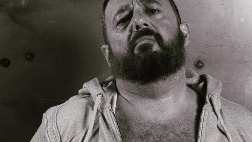 El actor Pepón Nieto posa para un calendario gay solidario