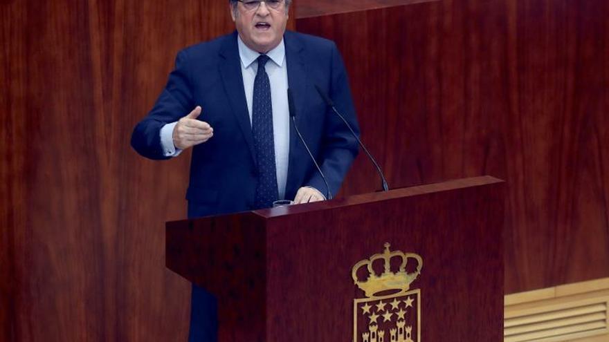 El portavoz del PSOE en la Asamblea, Ángel Gabilondo, durante su intervención en la sesión de investidura de Isabel Díaz Ayuso.