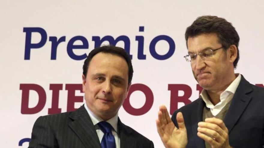 El periodista José Luis Alvite recibe el premio Diego Bernal 2014