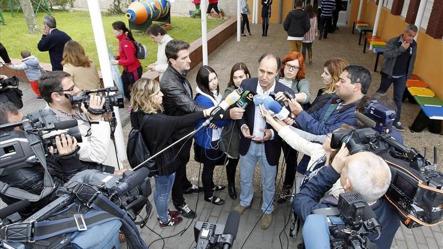 El PP logra 13 escaños en Cantabria, al que llegan Podemos y C's, con el 12,76%