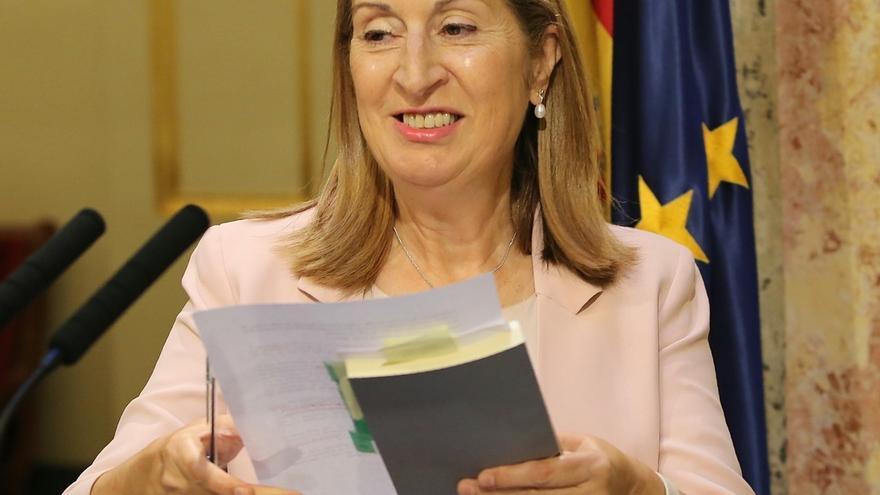 """Ana Pastor espera que """"todos"""" estén """"a la altura"""" para que España pueda seguir creciendo y creando empleo en 2017"""