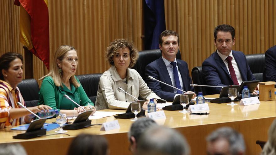 La presidenta del Congreso, Ana Pastor, junto a la portavoz paerlamentaria del PP, Dolors Montserrat, y el presidente del PP, Pablo Casado.