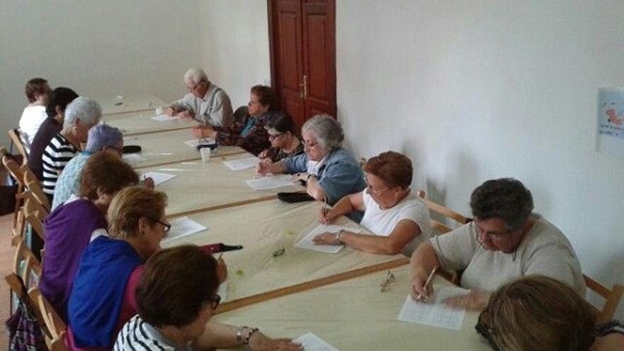 En la imagen, participantes en uno de los talleres del proyecto 'Siempre Activ@s'.