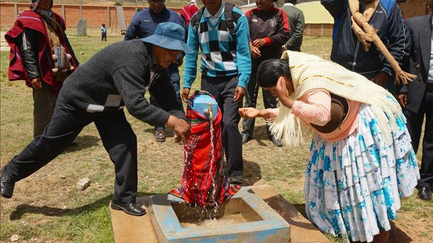 Cooperación española entrega en Bolivia una red de agua potable para la salud infantil