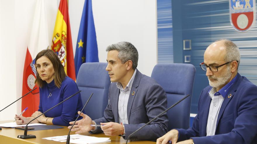 Paula Fernández, Pablo Zuloaga y Miguel Rodríguez en rueda de prensa.
