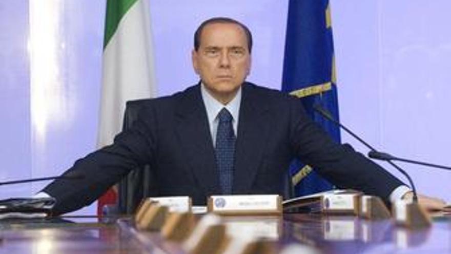 """Berlusconi afirma que todos """"excepto el pueblo"""" están """"en contra"""" de él"""