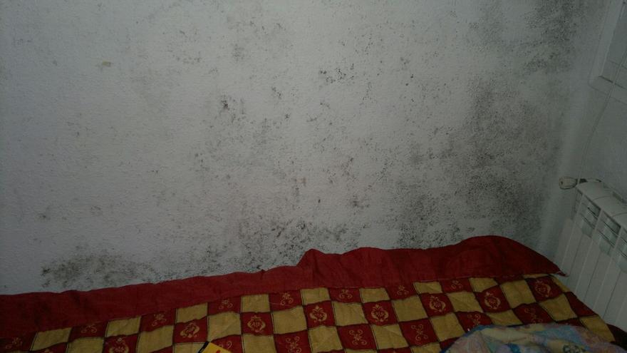 La habitación en la que está durmiendo Adika desde que la Fiscalía lo expulsó del centro de menores./ Adika.