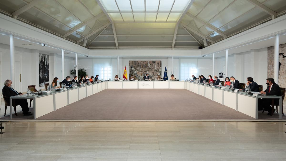 El Consejo de Ministros, reunido en el Palacio de la Moncloa.
