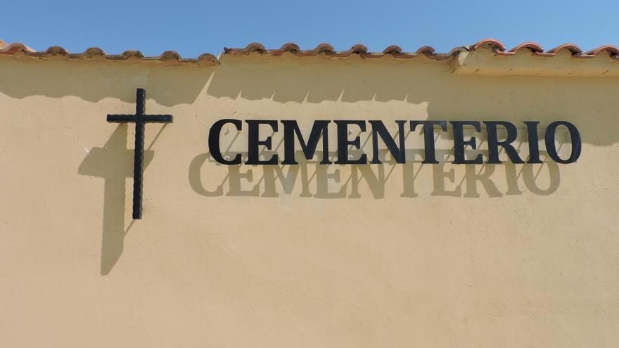 Entrada del cementerio de Chalamera.