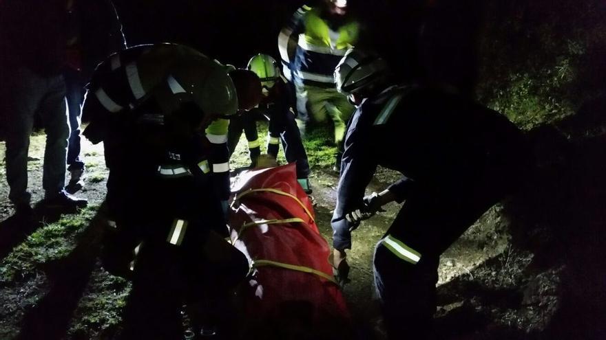 Rescatado un ganadero que cayó tres metros por un talud en Cillorigo y se hizo varias fracturas