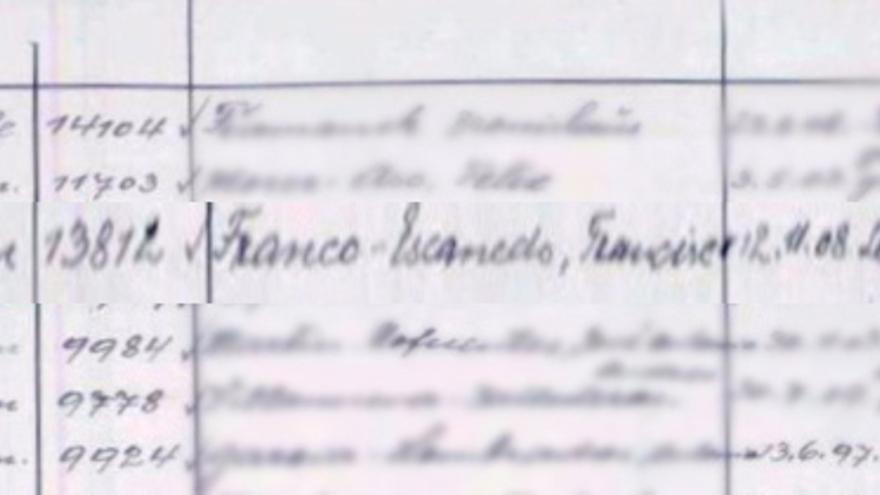 """Página del """"libro de los muertos"""" de Gusen en la que aparece consignado el  fallecimiento de Francisco Franco / Carlos Hernández"""