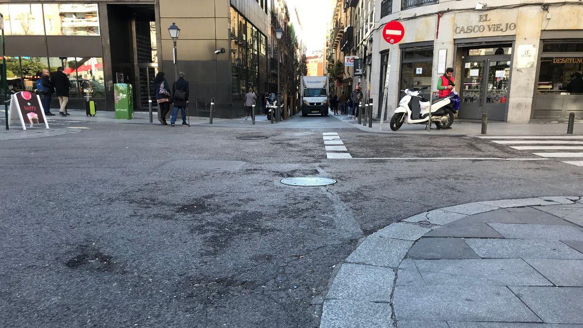 Calle Clavel con calle Infantas, la zona con mayor problema de baches | SOMOS CHUECA