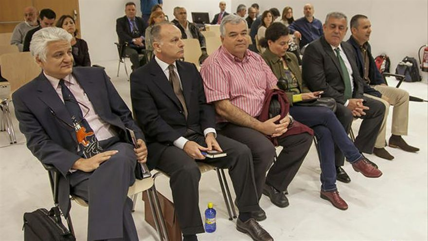 Los acusados del caso Grupo Europa: de izquierda a derecha Antón Marín, Jorge Rodríguez, Juan Carlos Saavedra, Verónica García, José Luis Mena y Pedro Pablo Santana.