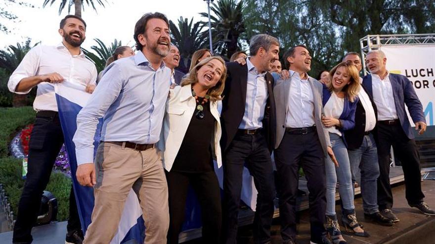 Los candidatos de Coalición Canaria a las próximas elecciones del 26 de mayo.  EFE/Ramón de la