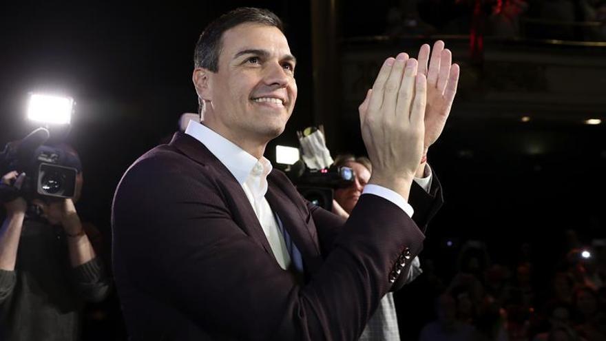 Sánchez presenta su proyecto a Izquierda Socialista