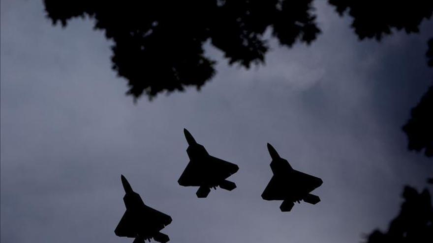 Cazas turcos y de EEUU apoyan un ataque de rebeldes en Siria contra EI