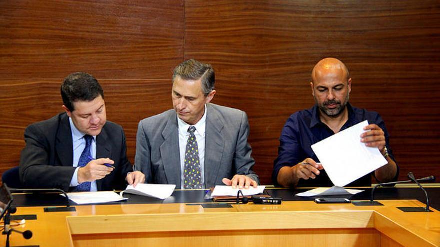 Firma del acuerdo entre PSOE y Podemos para Castilla-La Mancha / Foto: PSOE