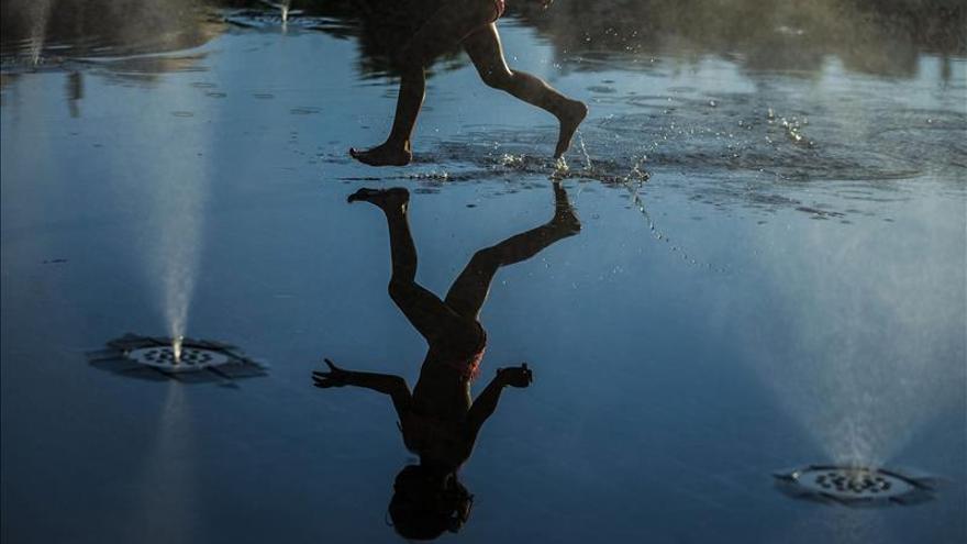 Cinco comunidades mantienen mañana aviso por mucho calor