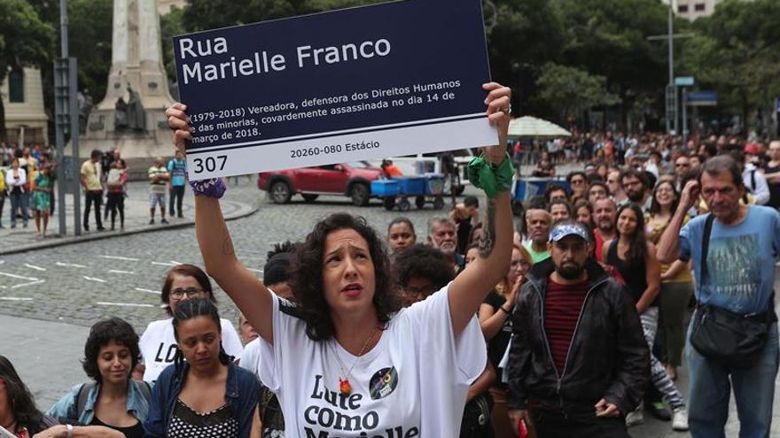 Bajo un clima político miles de personas homenajean a Marielle Franco en Río de Janeiro