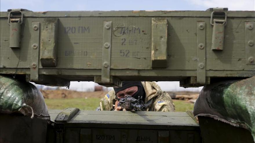 Al menos tres militares muertos en combate en el este de Ucrania