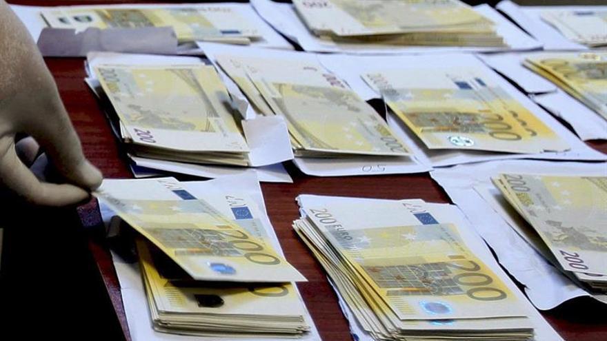 Encuentran más de 12 millones de euros falsos en un embalse búlgaro