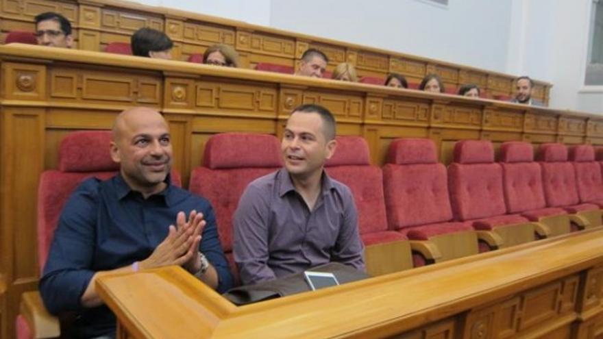 García Molina (izq.) y David Llorente (dcha.) en las Cortes, al inicio de la legislatura