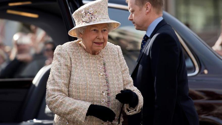 """La reina Isabel II sanciona la ley del """"brexit"""""""
