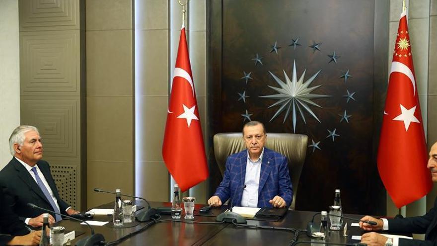 Tillerson se reúne hoy con su homólogo turco en Estambul