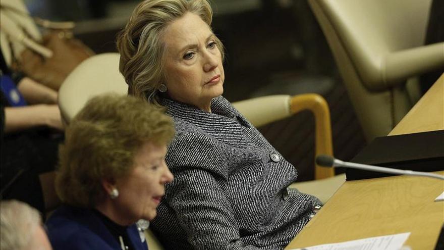 """Hillary Clinton consideró """"conveniente"""" usar su correo privado para asuntos oficiales"""
