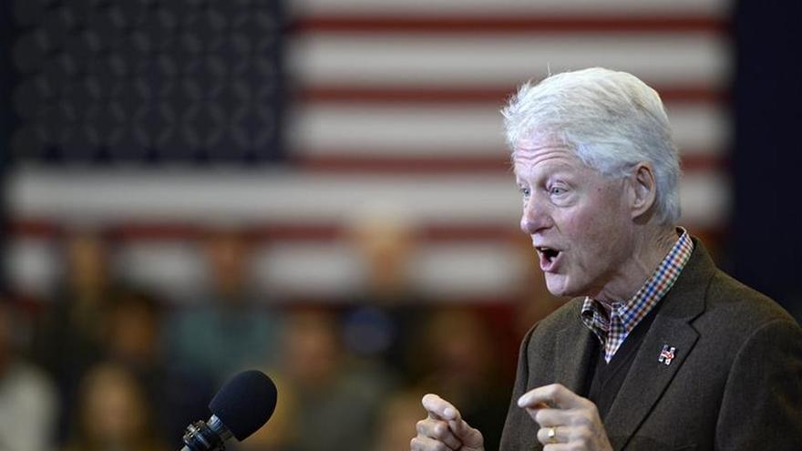 Bill Clinton apela al voto de los excluidos en un acto de campaña en Virginia