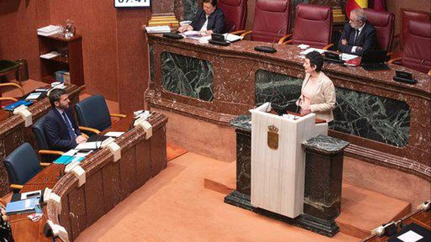 María Marín, diputada de Podemos, interviene en una Asamblea Regional