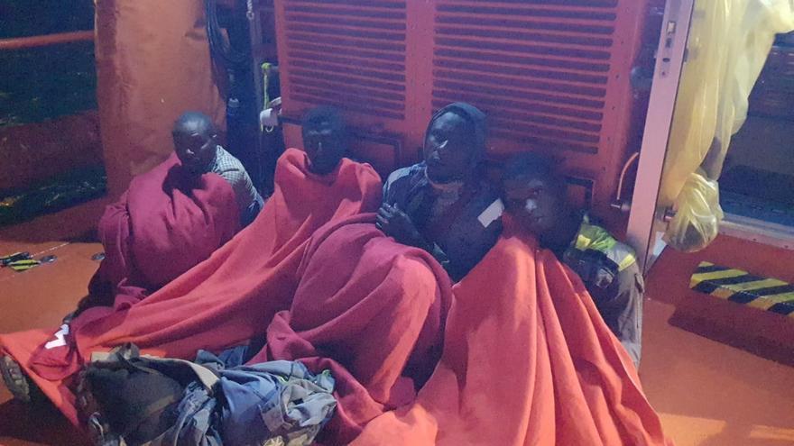Rescatan a cuatro migrantes que viajaban escondidos en el timón de un buque mercante desde Nigeria a Málaga