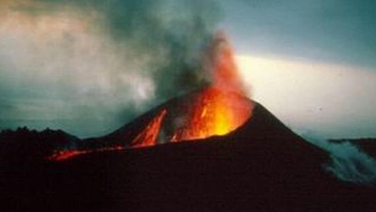 El volcán Teneguía entró en erupción el 26 de octubre de 1971 en Fuencaliente, La Palma