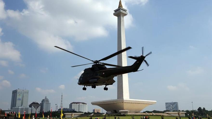 Se estrella en el mar un avión de la policía indonesia con doce pasajeros