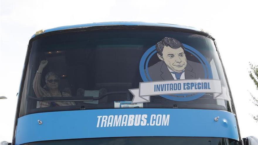 El 'tramabús' cierra su gira madrileña el domingo con Pablo Iglesias en Sol