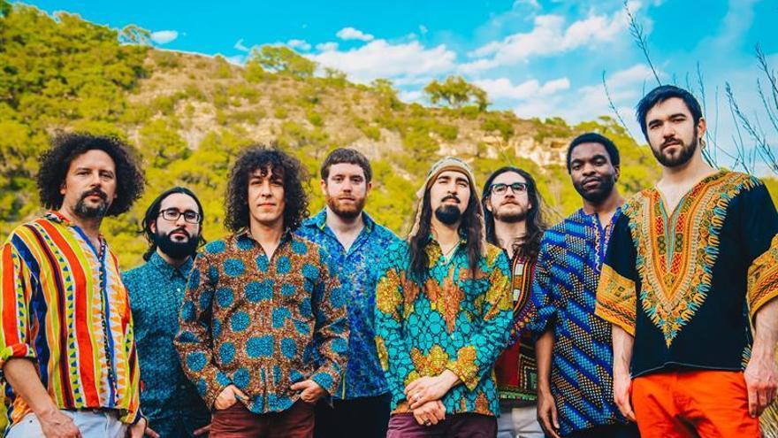 El sonido tribal caribeño de Superfónicos despierta a la capital texana