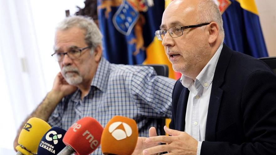 El presidente del Cabildo de Gran Canaria, Antonio Morales y el director del proyecto de Risco Caído y los Espacios Sagrados de Montaña, Jose de León.