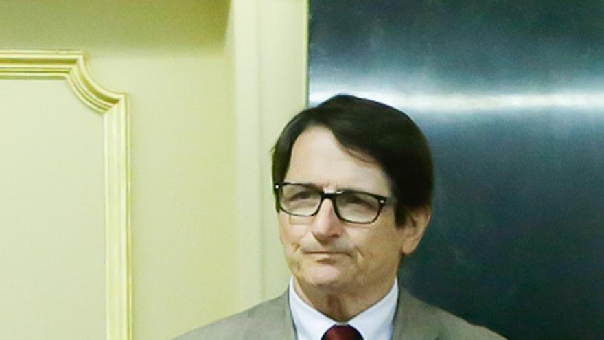 """Diputado de Izquierda Socialista elogia la """"valentía"""" de Pedro Sánchez con su iniciativa de completar el artículo 135"""