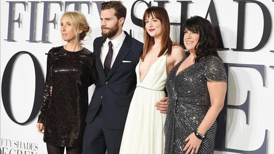 """""""50 Sombras de Grey"""" aviva los deseos más fogosos en el Reino Unido"""