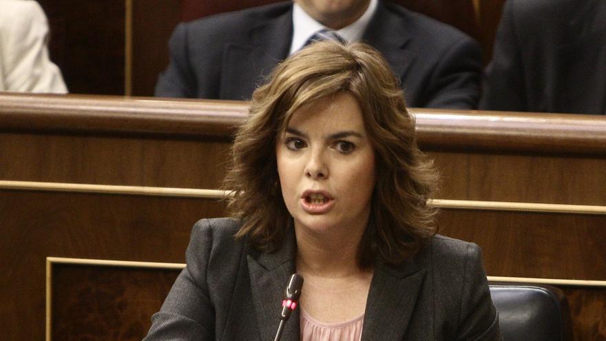 """Santamaría pide al PSOE actuar con responsabilidad y elegir entre """"levantar un muro o ayudar a levantar el país"""""""