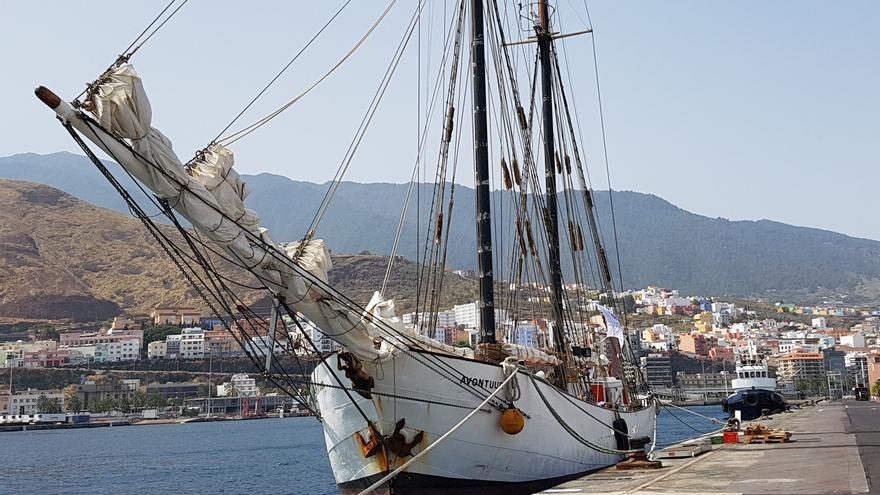 El goleta Avontuur, este miércoles, en el Puerto de Santa Cruz de La Palma. Foto: LA PALMA AHORA.