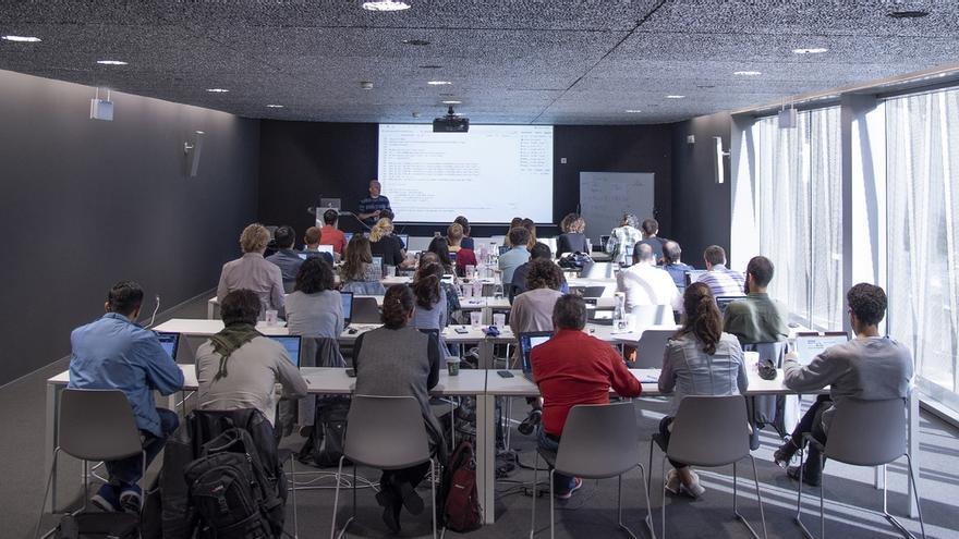 Expertos en bioinformática participan en Navarrabiomed en una escuela de verano para jóvenes investigadores
