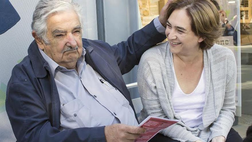 Pepe Múgica en una conversación con Ada Colau este viernes.