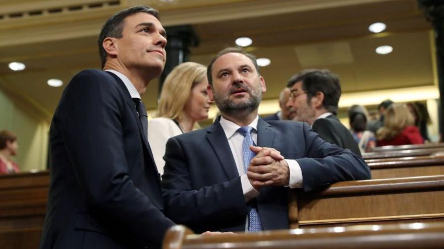 Pedro Sánchez y José Luis Ábalos en el Congreso de los Diputados
