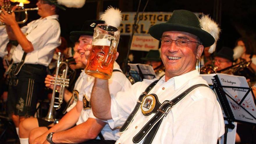 Música, cerveza y diversión en la Semana Bávara de Puerto de la Cruz