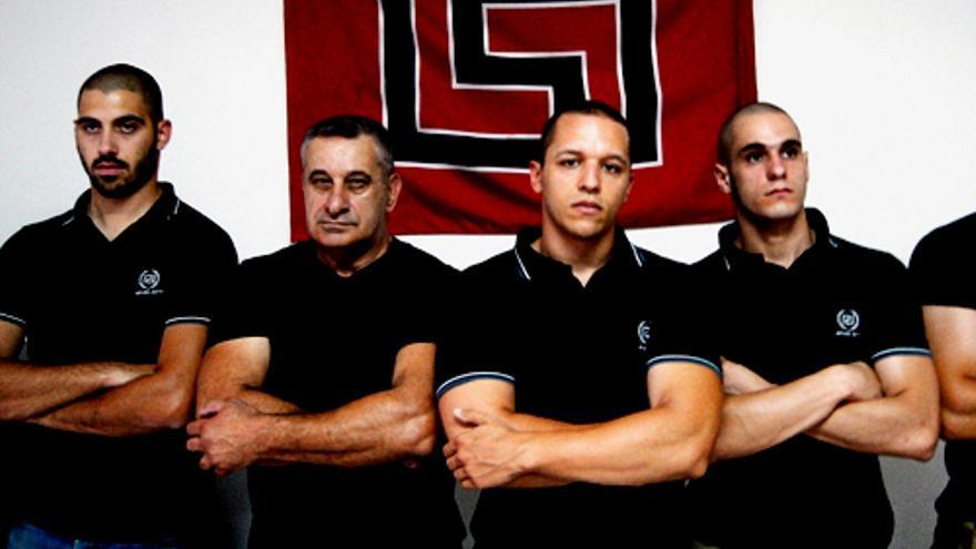 Puñetazos y bofetadas de un político neonazi griego a dos candidatas a diputadas en un debate en TV