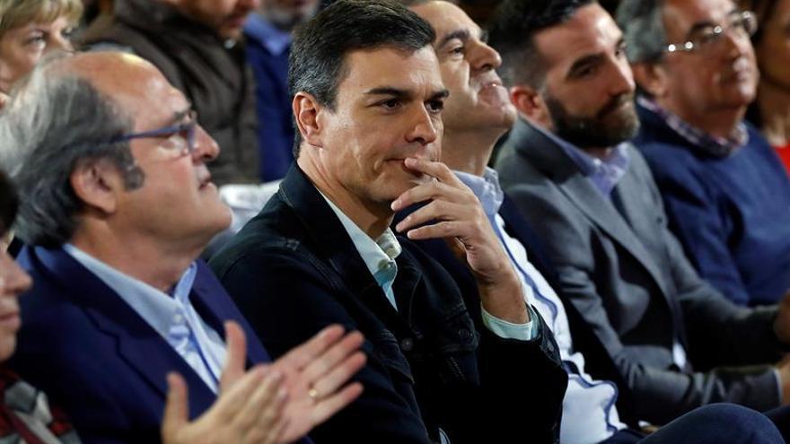 Sánchez: Cifuentes no tendrá máster, pero Rivera se está doctorando en cinismo
