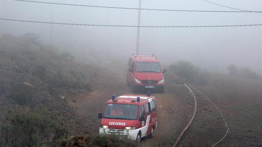 Dos vehículos de emergencia en los montes de Adeje para la búsqueda de las dos personas halladas muertas