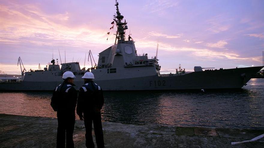 Cospedal quita importancia a acercamiento de un avión ruso a fragata española