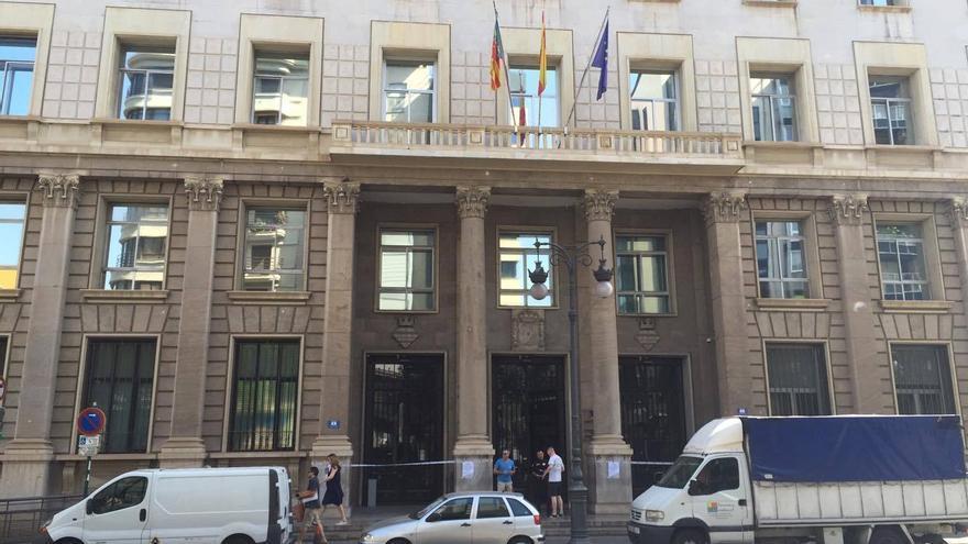 La sede de Hacienda cerrada por los desprendimientos